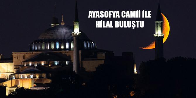 Ayasofya Camii ile hilal buluştu
