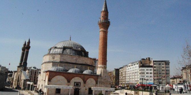 Sivas'ta 475 kişiye bir cami düşüyor