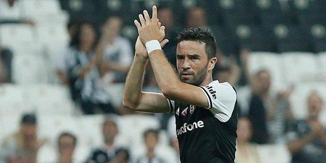 Gökhan Gönül, Beşiktaş'tan ayrıldı