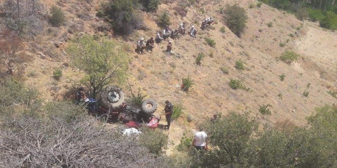Karaman'da devrilen traktörün altında kalan sürücü öldü
