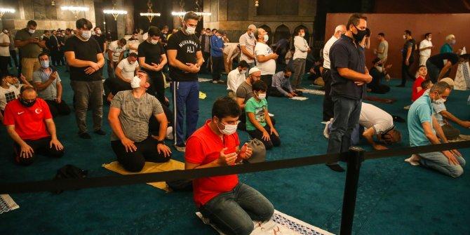 Ayasofya-i Kebir Cami-i Şerifi açılışının ikinci gecesinde de yoğun