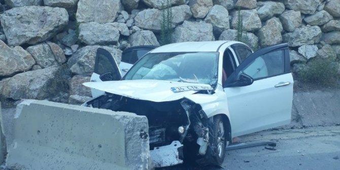 Kontrolden çıkan otomobil su kanalına çarptı: 3 yaralı