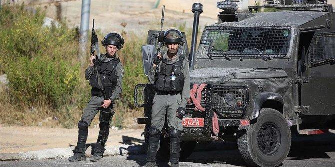 İsrail askerleri Batı Şeria'da eski Filistinli milletvekillerini gözaltına aldı