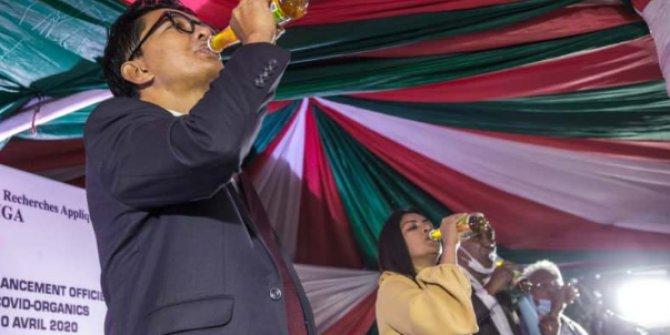 Devlet Başkanı koronavirüs ilacı diyerek içmişti! Kötü sonla bitti