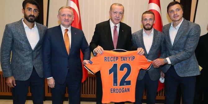 Cumhurbaşkanı Erdoğan, şampiyon Başakşehir'i kabul etti