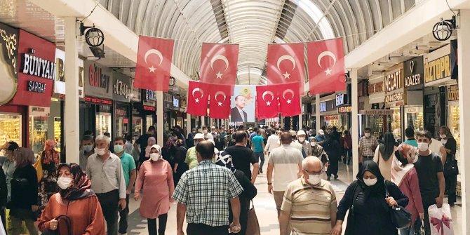 Kayseri'de alışveriş yoğunluğunda sosyal mesafe unutuldu