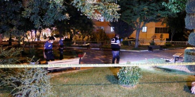 Parkta oturan aileye silahlı saldırı: 1 ölü, 1 yaralı