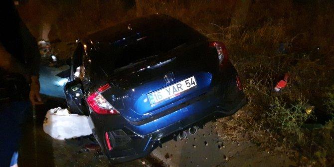 Sürücü ve arkadaşının camdan fırladığı kazada 2'si ağır 4 kişi yaralandı