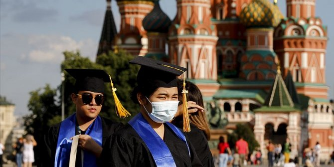 Rusya'da Kovid-19 vaka sayısı 828 bini geçti