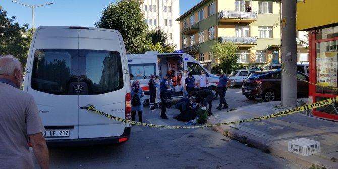 Fenalaşarak minibüsten indi, oturduğu kaldırımda öldü