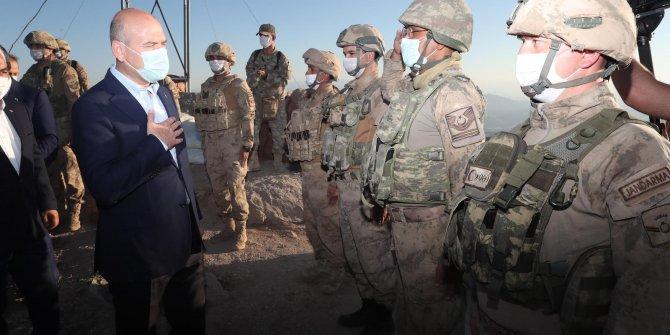 Bakan Soylu, Şırnak'ta askerlerle bayramlaştı
