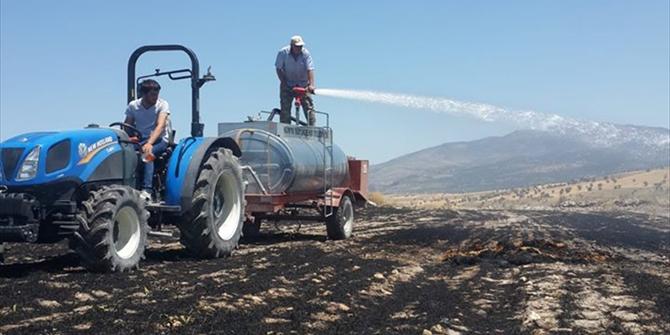 Beyşehir'de arazi yangınında saman balyaları yandı