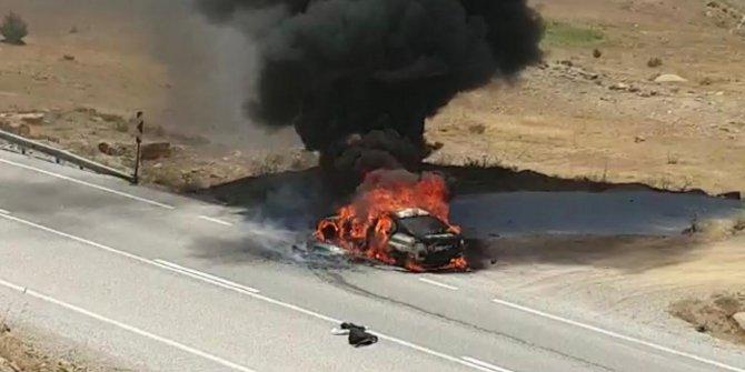 Konya'da otomobil alev alev yandı