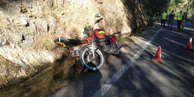 Kahramanmaraş'ta motosiklet devrildi: 1 ölü, 1 yaralı