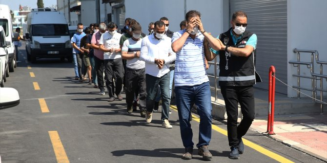 Adana merkezli FETÖ operasyonunda yakalanan 9 zanlıdan 2'si tutuklandı