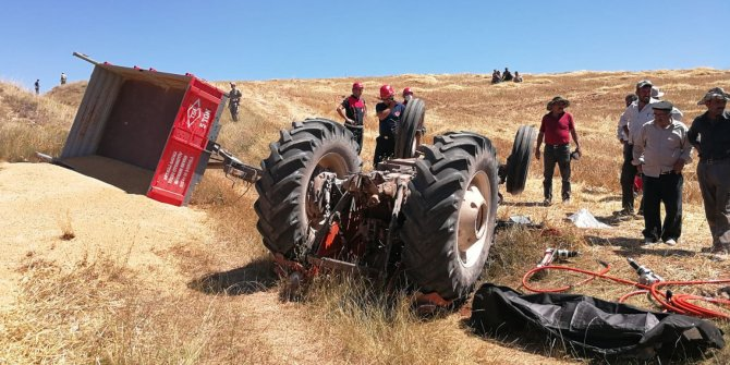 Sivas'ta traktör devrildi: 1 ölü 1 yaralı