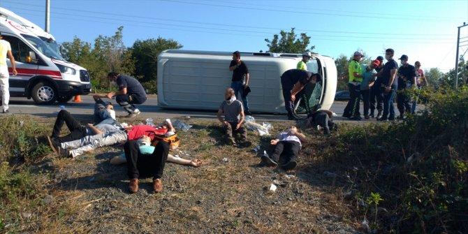 Samsun'da servis minibüsü devrildi: 15 yaralı
