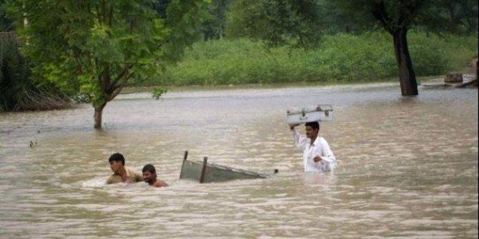 Pakistan'da sel: 24 ölü