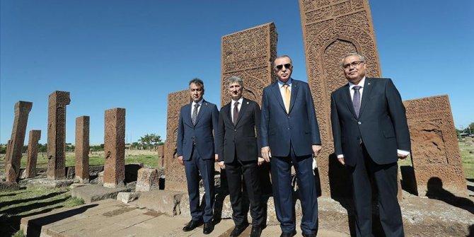 Cumhurbaşkanı Erdoğan, Ahlat'ta Selçuklu mezarlığını ziyaret etti