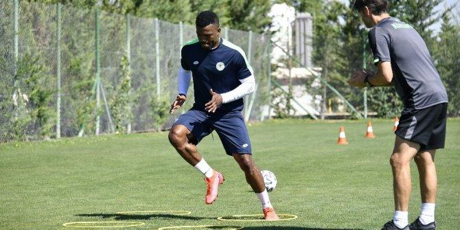 Konyaspor'un yeni transferi Eduok takımdan ayrı çalışıyor