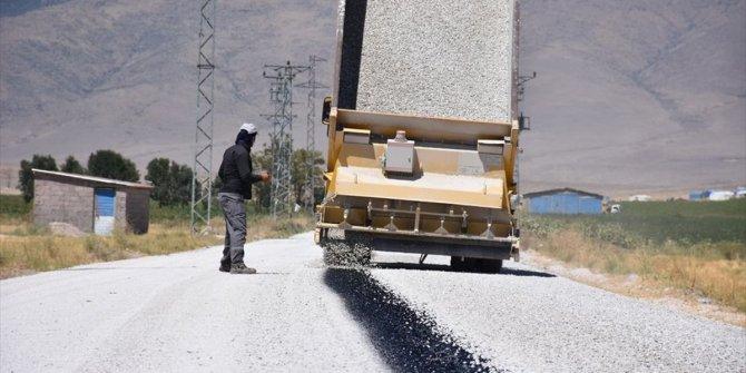 Karapınar'da yol yapım çalışaması sürüyor