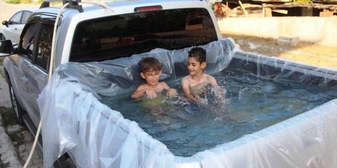 Aracının kasasını havuza çevirdi
