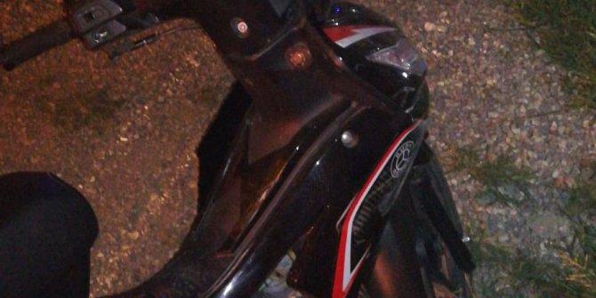 Otomobile çarpan motosikletteki 5 aylık hamile kadın öldü, eşi yaralandı