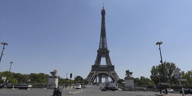 Eyfel Kulesi bomba ihbarının ardından tahliye edildi