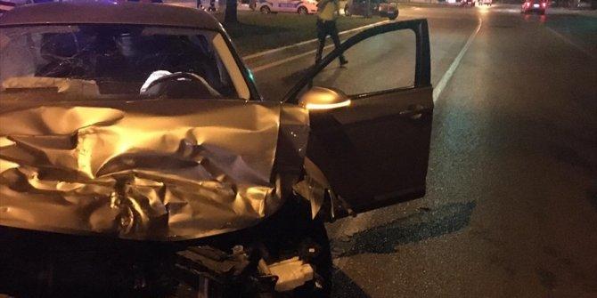 Balıkesir'de iki otomobilin çarpıştığı kazada 2 kişi hayatını kaybetti