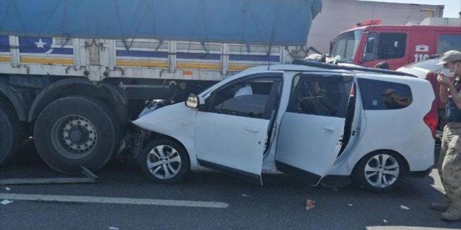 Gaziantep'te tıra çarpan araçtaki 3 kişi öldü, 2 kişi yaralandı