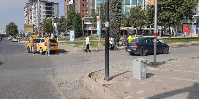 Elazığ'da otomobil, taksiye çarptı: 2 yaralı