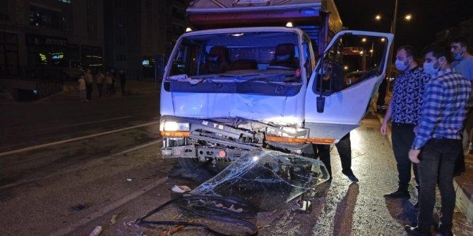 Çorum'da kamyonet traktörle çarpıştı: 1 yaralı