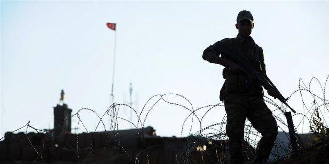 Jandarmanın ikna çalışmaları sonucu PKK'lı iki terörist teslim oldu