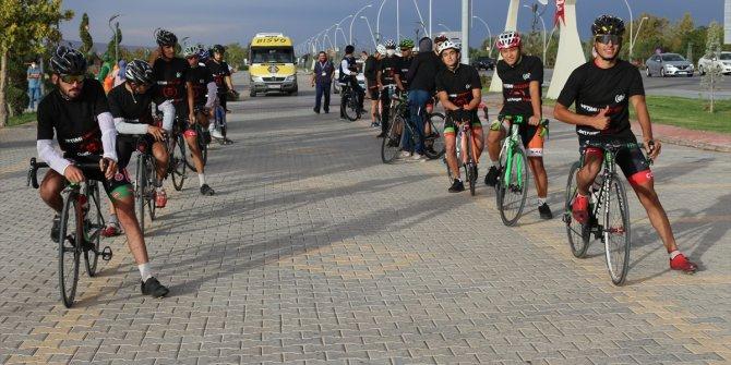 Yetimlere farkındalık için bisikletle Malatya'dan yola çıkan İHH gönüllüsü Konya'ya geldi