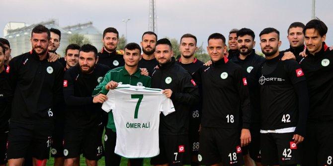 Konyaspor, top toplayıcı genci gole katkısı nedeniyle ödüllendirdi