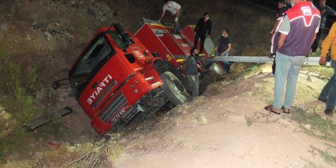 Elazığ'da trafik kazasında yaralananlara yardıma giden itfaiye aracı kaza yaptı