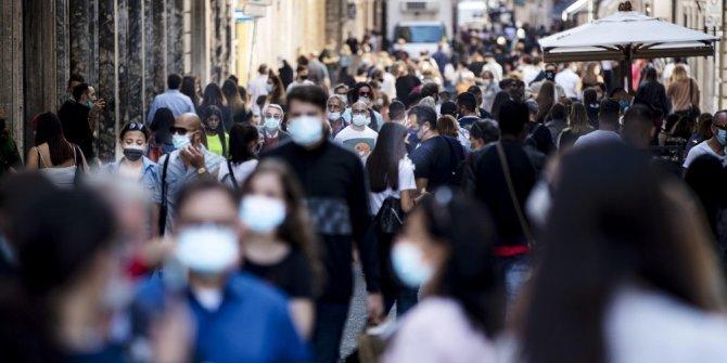 İtalya'da son 24 saatte 30 bin 550 Kovid-19 vakası tespit edildi