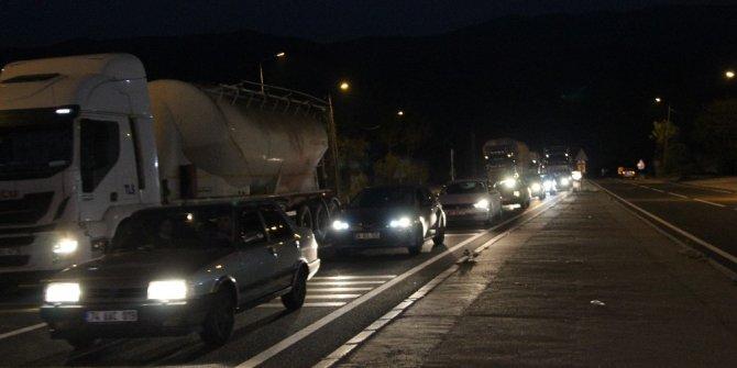 D-100 kara yolu Bolu Dağı'nda sağanak ve sis etkili oluyor