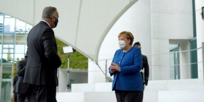 Merkel: DEAŞ, tehdit olmaya devam ediyor