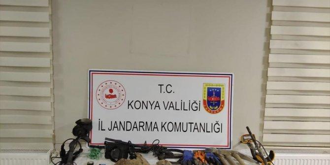 Beyşehir Gölü'ndeki adada izinsiz kazı yaptıkları iddiasıyla 3 kişi yakalandı
