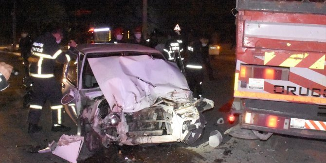 Dur ihtarına uymayan otomobil çekiciye çarptı: 1 ölü