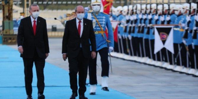 Cumhurbaşkanı Erdoğan, KKTC Cumhurbaşkanı Tatar'ı resmi törenle karşıladı