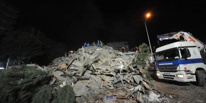 Emrah Apartmanı'nın enkazında 22 kişiyi arama- kurtarma çalışmaları sürüyor