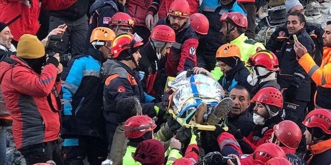 Enkaz altından bir kişi daha sağ kurtarıldı