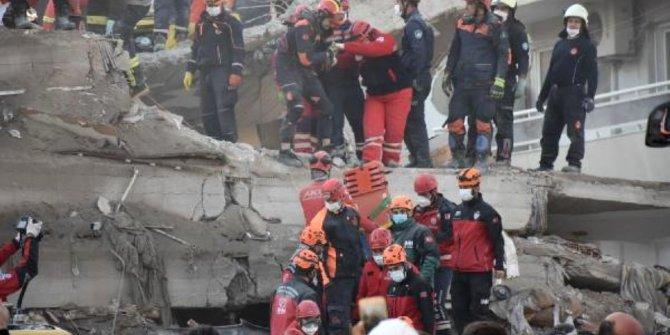 İzmir'de Rıza Bey Apartmanı enkazındaki kurtarma çalışmaları yeniden başladı
