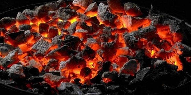 Isınmak için yaktığı mangaldan zehirlendi