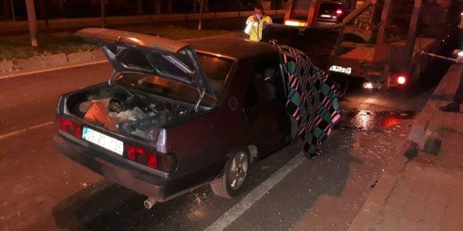 Oomobil tıra arkadan çarptı 1 kişi öldü