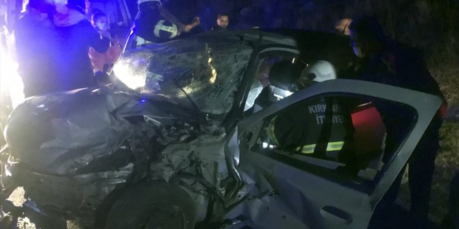 2 otomobil çarpıştı: 6 yaralı