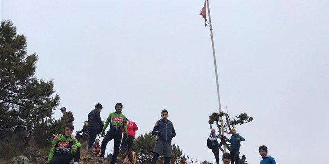Milli bisikletçiler 3 yıldır Toroslar'ın zirvesindeki Türk bayrağını yeniliyor