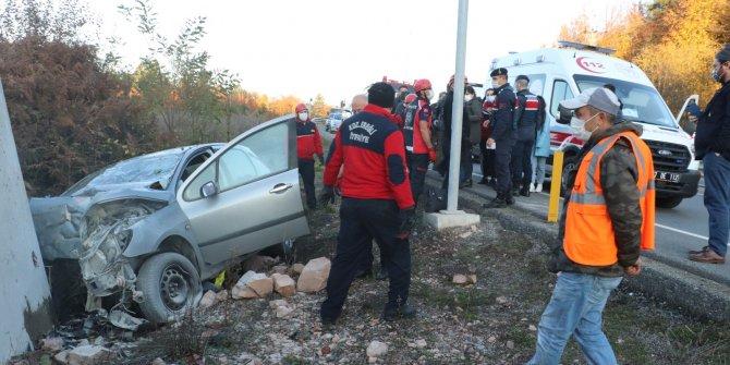 Otomobil duvara çarptı: 1'i bebek 2 ölü, 2 yaralı